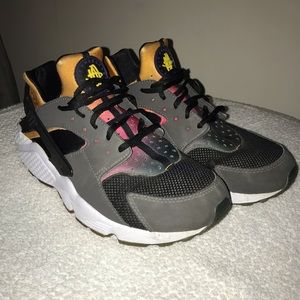 e7005f0728e2 Nike Shoes - Nike Huarache SD Run